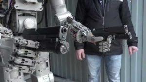 Hasta la vista, baby: Russischer Roboter trainiert mit Waffen