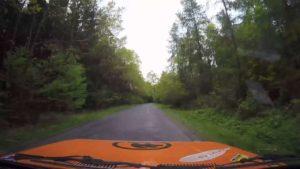 Kamera fliegt bei Crash aus dem Rallye-Auto und filmt hollywoodreife Szene