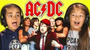 Barn först höra AC / DC