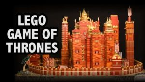 "Motorisierter ""Roter Bergfried"" von ""Game of Thrones"" made entirely of Lego"
