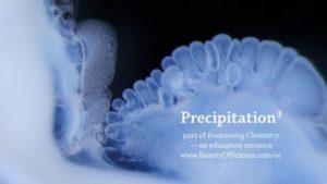 Precipitation: Makro-Aufnahmen chemischer Reaktionen