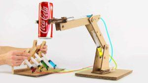 Wie man aus Pappe einen hydraulischen Roboterarm baut