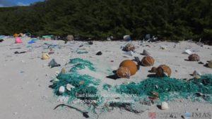Henderson Island: Menschenleere Insel bedeckt von Plastikmüll