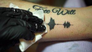 Soundwave Tattoos: Tätowierungen, die in den Gehörgang gehen