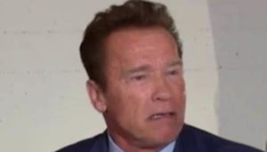 """That's not how you make America great"" lágrimas Schwarzenegger Trumps cortes na educação"