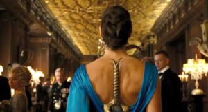Como mujer maravilla oculta su espada en un vestido de fiesta