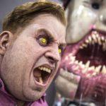 O criaturas incríveis e máscaras FX artista Patrick Magee