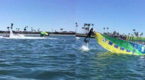 Jetboarder hilft gekentertem Katamaran