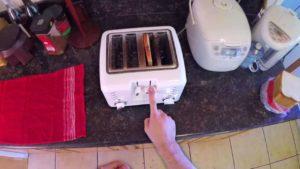 Perspektive eines unglücklichen Idioten: Wie man Brot toastet