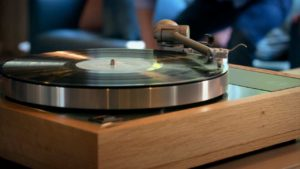 Like a record player works