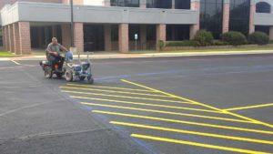 Wie professionell Parkplatzmarkierungen gemacht werden