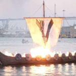"""""""Vikingen""""-Bestattung erhellt San Diego Bay 🔥"""