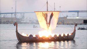 """Vikings""-Bestattung erhellt San Diego Bay 🔥"