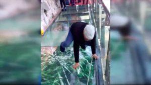 A ponte de vidro colapso de Hunan