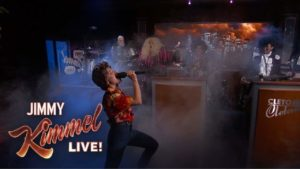 Introduzca muñeco de nieve: Kristen Bell y David Letterman vestidos Dave Grohl jugar congelado Metallica Mash-Up