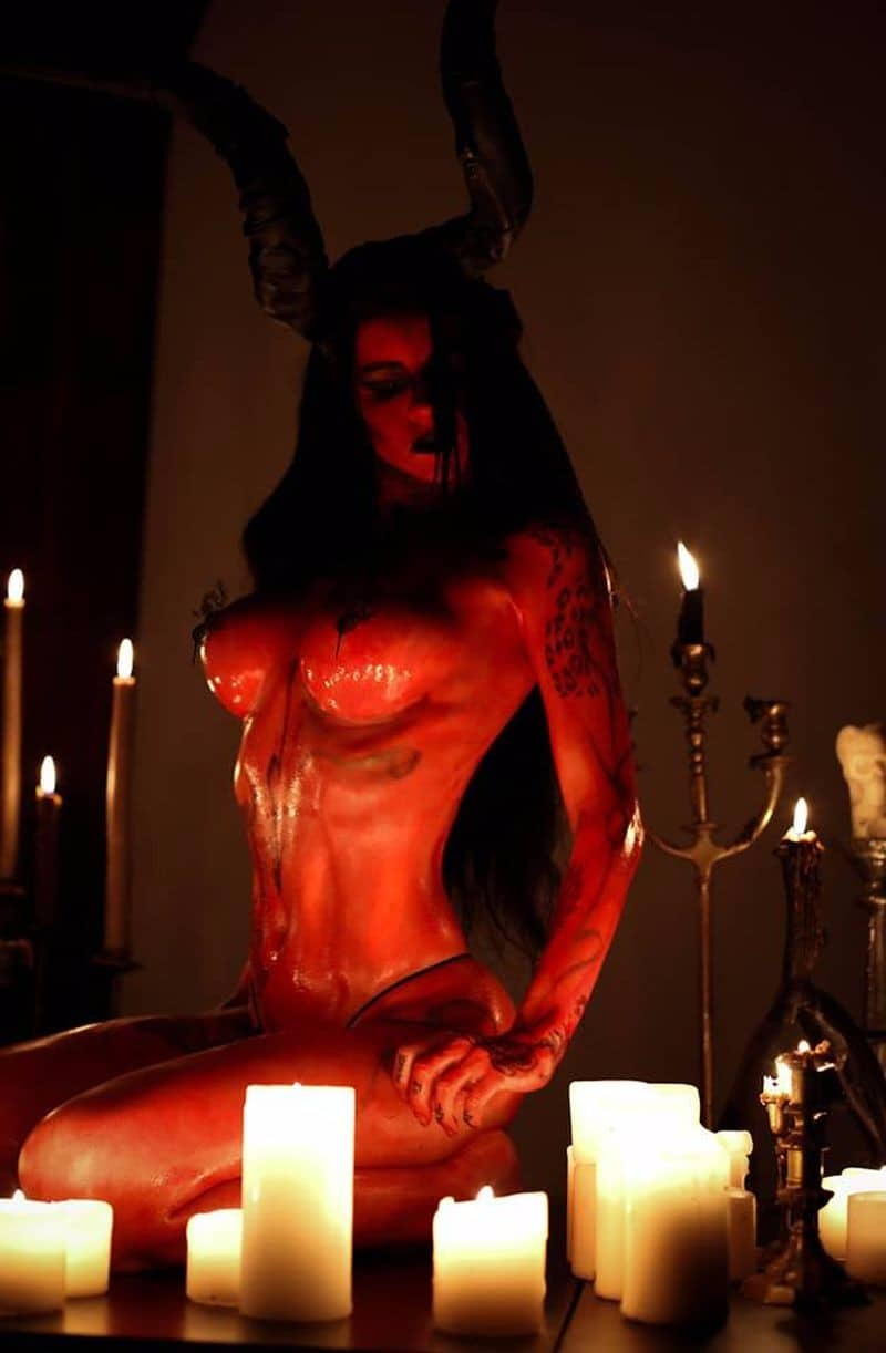 http://www.dravenstales.ch/wp-content/uploads/2017/11/halloween-is-for-devil-worshippers_03_1.jpg