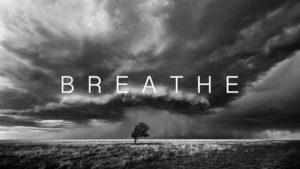 Respirar: Uma tempestade em movimento rápido e 8K