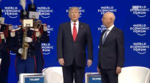 """Beim Einmarsch von Donald Trump in Davos spielt Blaskapelle den """"Imperial March"""""""