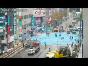 In nur 7 Tagen wird in Japan ein riesiges Schluckloch mitten in der Stadt repariert