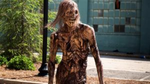 """& Quot; The Walking Dead"""" mostrar primer zombi desnuda ... y nadie lo ha notado"""