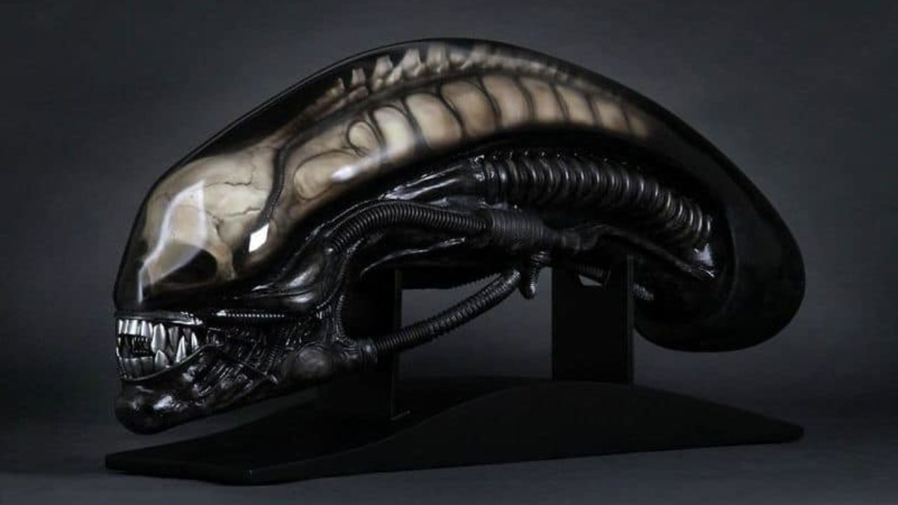 Giger's Alien Life-Size Head   Dravens Tales from the Crypt