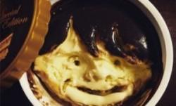 Gesichter in Häagen-Dazs Eiscreme
